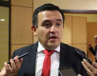 "Ministro Petta respecto a Nancy Ovelar: ""si ella no se va, me voy yo"""