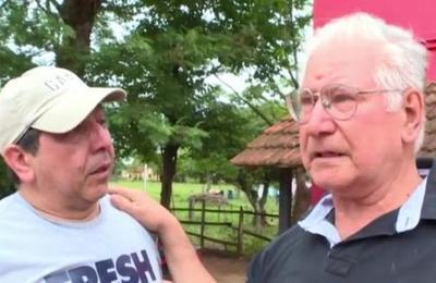 Padre e hijo se reencuentran después de 50 años