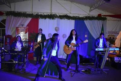 Al ritmo de la Vaca Lola, el grupo The Fenders fue homenajeado en Campo 9 – Prensa 5