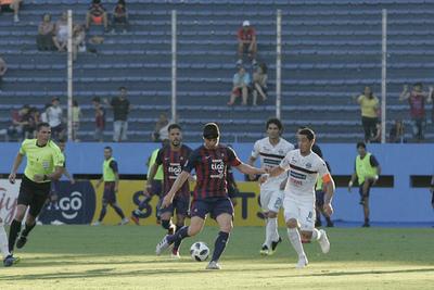 Cerro gana y queda a cinco puntos del líder