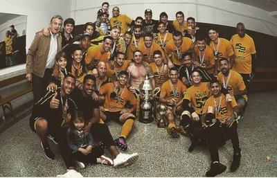 Peñarol se queda con el clásico y con el título