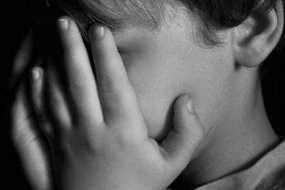Niña de 6 años habría sido abusada por tres hombres, uno de ellos, su propio padre