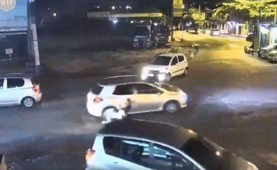 Siguen tras la pista de quien se fugó tras atropellar a una estudiante