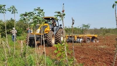 Inician proceso a fin de adquirir tractores para la agricultura familiar
