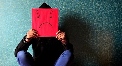Redes sociales aumentarían la sensación de soledad