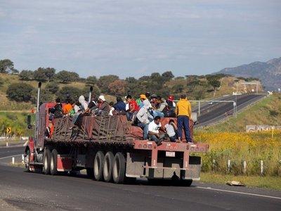 Llegan a Tijuana migrantes LGBT, los primeros de la caravana