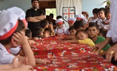 Alumnos donan lo que juntaron para niños que pasan hambre