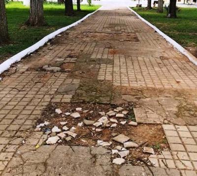Emblemática plaza de Concepción se ve muy deteriorada