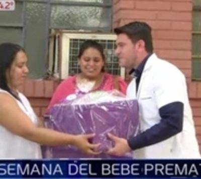Regalan kits para bebés prematuros en su semana