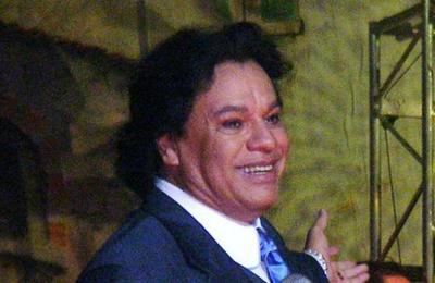 Periodista asegura que Juan Gabriel está vivo y que habló con él por WhatsApp