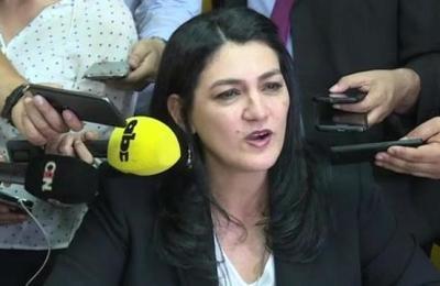 Nancy Ovelar se defiende luego de la destitución