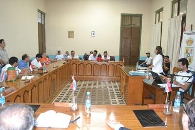 Concejales no reúnen votos y dilatan intervenir a Urbieta