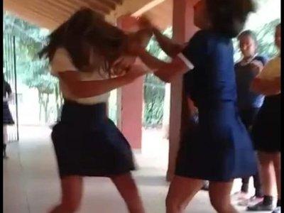 Estudiantes: Entre moquetes y puñaladas