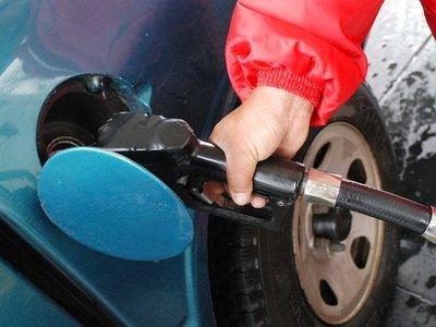 Petropar no descarta eventual baja en el precio del combustible