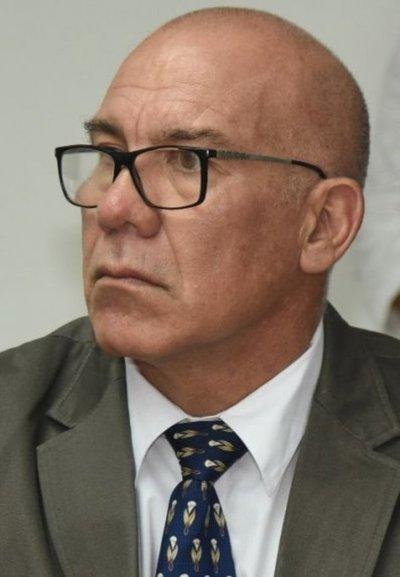"""Ministro Petta pide """"pruebas"""" pese a la confesión de director corrupto"""