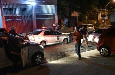 SORPRESA: INTENTARON ROBAR UN AUTO, EL DUEÑO ESTABA ADENTRO Y ERA UN POLICÍA