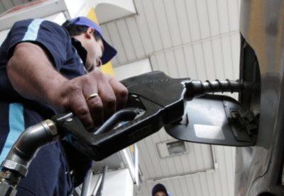 Precio de combustible podría bajar en diciembre