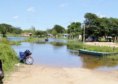 Río sigue subiendo en Alberdi