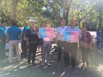Organizaciones civiles marchan en defensa de la educación