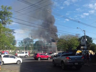 Se incendia una vivienda en Asunción