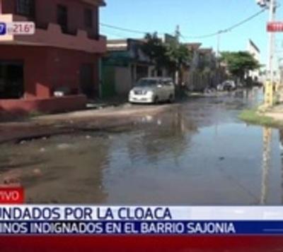 Más de un año inundados en cloaca en plena ciudad de Asunción