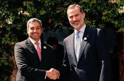 Rey de España conversa con Abdo Benítez sobre impulso a inversiones