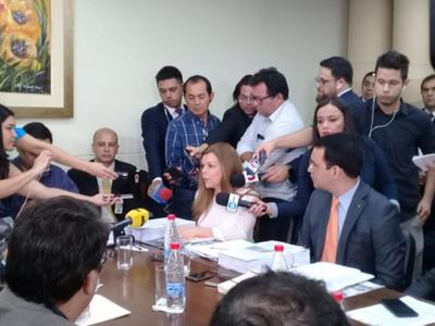 Sandra Zacarías se defiende con  mucho discurso y pocas pruebas
