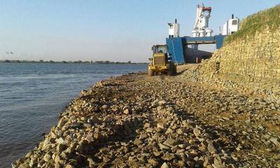 La crecida del río amenaza con aislar a la localidad de Alberdi