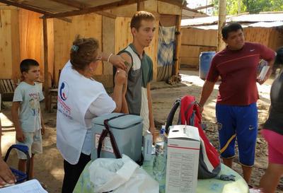 Brindan atención médica a afectados por inundaciones