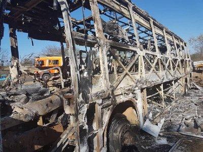 Al menos 42 muertos deja el incendio de un autobús en Zimbabue