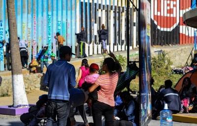 Aumentan las tropas de Estados Unidos en la frontera con México
