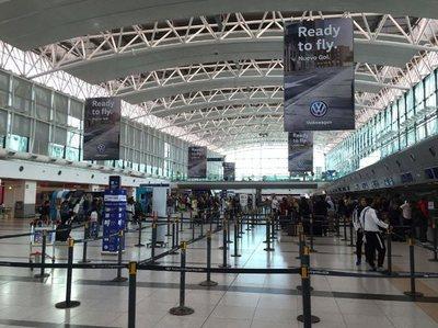 Más de 1.200 viajeros afectados en Argentina por protesta de empleados aéreos