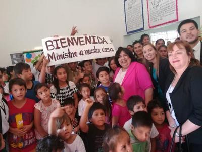 Ministra visita Centros del Programa Abrazo en Itapúa