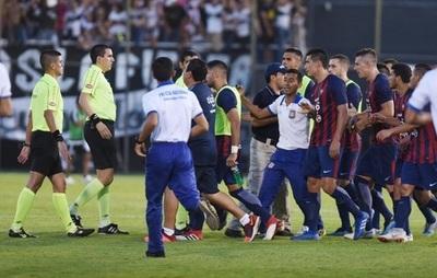 """Cerro Porteño """"repudia decisión de árbitros"""" sobre gol de Olimpia"""