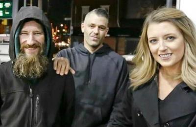 Historia de la pareja que juntó dinero para hombre sin hogar era un fraude y ahora arriesgan 10 años de cárcel