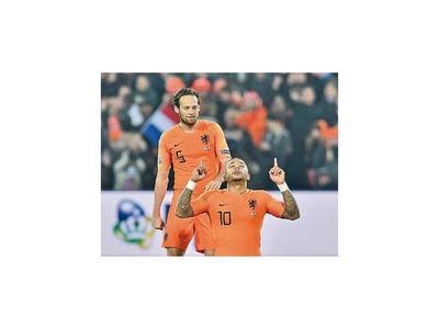 Holanda golpea al campeón