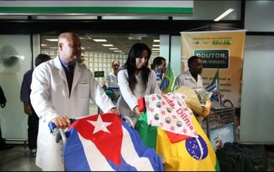 Bolsonaro critica la dictadura de Cuba y rechaza a los médicos
