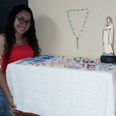 Vendiendo accesorios, una joven descarta las excusas y busca cumplir sus sueños