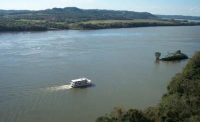 Lo buscan en el Paraná tras caer al arroyo Saltito