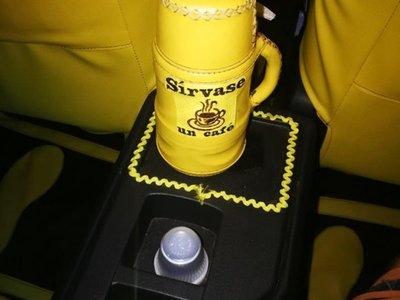 Taxista ofrece café, agua, wifi, y  hasta botiquín a pasajeros