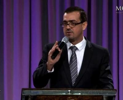 """Pastor Emilio Agüero: """"El amor al dinero es la raíz de todos los males"""""""