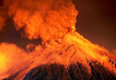Volcán de Fuego vuelve a tronar