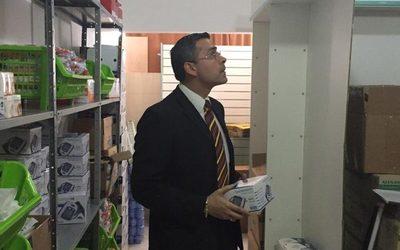 Fiscal da tiempo a dueños de farmacia que presuntamente comercializaba medicamentos de contrabando
