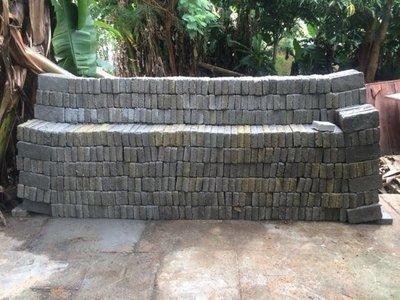 Fabrican ladrillos ecológicos a base de plástico y cemento