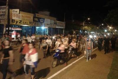 Policía protege a incidentadores y reprime a manifestantes en noche 37