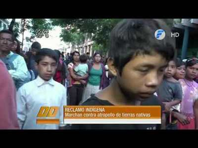 Indígenas marchan contra atropello a sus tierras por parte de colonos brasileños