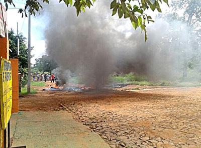 Violento invasor de propiedad privada procesado en rebeldía por agredir a policías