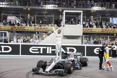 Hamilton gana en Abu Dabi