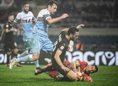 Lazio y Milan se neutralizan