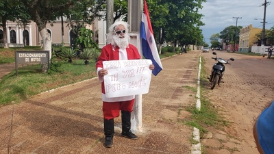 Peculiar protesta contra intendente de Concepción